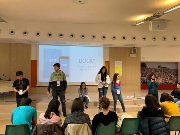 chia sẻ DOCAT tại Scuola Gen, Italia